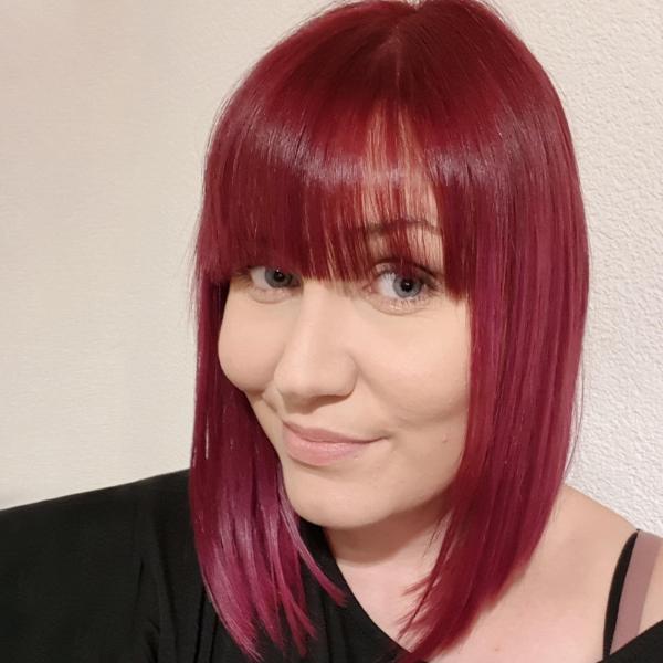 Krebs Haarausfall: Caroline trägt Perücke