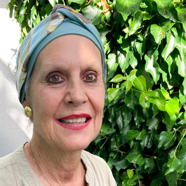 Krebs Haarausfall: Monica trägt ein Cappio